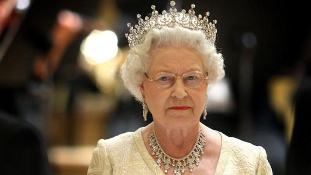 Ultimatumul dat de regina Elisabeta a II-a nepoților ei în scandalul de la Casa Regală. De ce a plecat Meghan singură în Canada