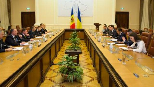 MEI: Începând de săptămâna viitoare, transportatorii moldoveni vor primi autorizații pentru Ucraina