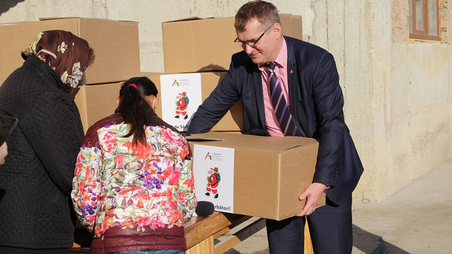 120 de familii au primit daruri de sărbători de la Asociația Investitorilor din România în Republica Moldova
