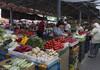 Fructele și legumele se scumpesc. Oamenii spun că nu fac față majorărilor cu veniturile pe care le au