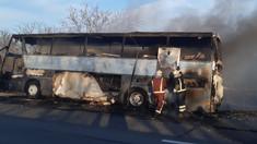 Un autocar a luat foc din mers și a ars în totalitate, în raionul Orhei