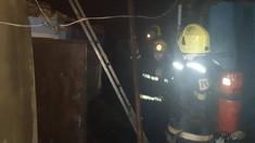 Incendiu în Chișinău | Două persoane au fost transportate la spital