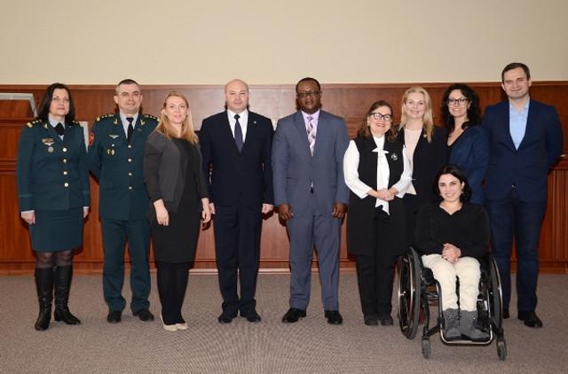 Promovarea egalităţii de gen, discutată la Ministerul Apărării
