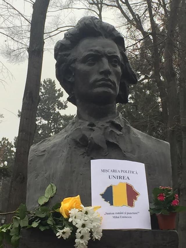 """Cinci partide unioniste au semnat la bustul poetului Mihai Eminescu Acordul de constituire a Mișcării Politice """"UNIREA"""""""
