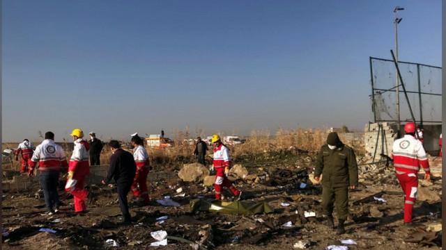 Datele stocate de cutia neagră a avionului ucrainean prăbușit în Iran, analizate începând de azi