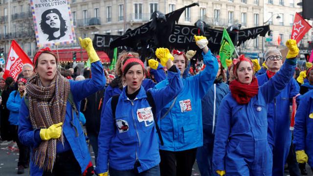 Noi proteste în masă împotriva reformei sistemului de pensii în Franța