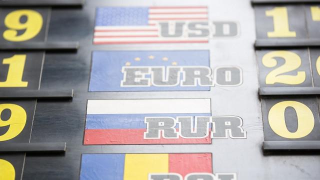 Pe finalul săptămânii euro şi dolarul se scumpesc din nou