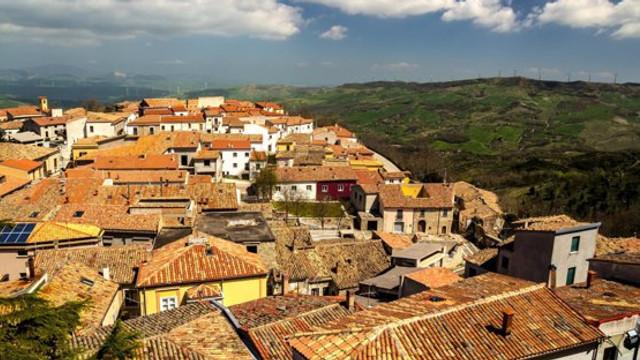 Un alt oraș din Europa scoate la vânzare case abandonate la preț de un euro