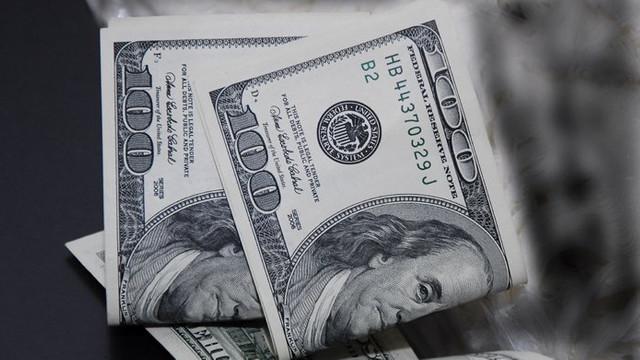 În următoarele zile, dolarul se va scumpi