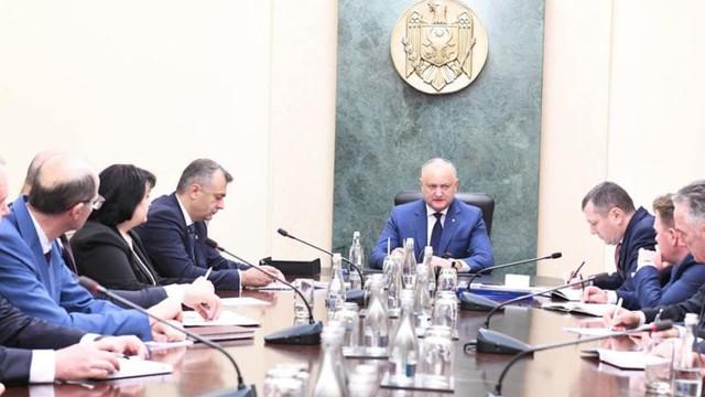 Vicepreședintele Parlamentului îi acuză pe președintele R. Moldova și ministrul MEI de licitații trucate ( zdg.md)