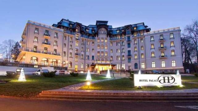 """VIDEO   Secretele hotelului de epocă unic în România, """"unde soarele se închiriază cu ora"""""""