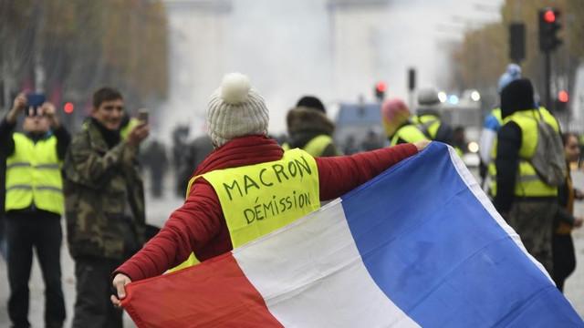 În Franța, sindicatele au blocat porturile și au întrerupt producția de energie electrică