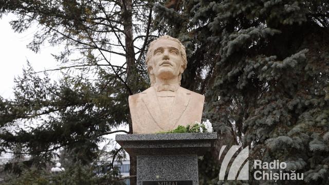 """GALERIE FOTO   Ziua Culturii Naționale și 170 de ani de la nașterea lui Eminescu, la Bălți. Ambasadorul Daniel Ioniță: """"De la Eminescu știm că suntem români și punctum"""""""