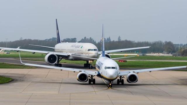 O mare companie aeriană a anunţat că suspendă toate zborurile directe către China