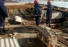 FOTO | Salvatorii au intervenit pentru deblocarea mai multor porțiuni de construcții smulse în urma vântului
