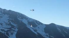 VIDEO | Zăpadă dusă cu elicoptere în Pirineii francezi, unde pârtia este impracticabilă. Ecologiștii protestează