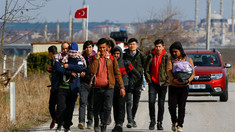 Turcia a dat drumul la refugiaţi, aşteptând ca UE să exercite presiuni asupra Siriei şi Rusiei