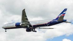 Un Boeing-777 a aterizat de urgenţă la Moscova, întorcându-se din drum din cauza parbrizului fisurat