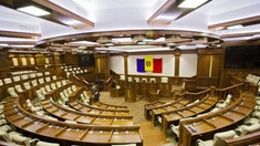OPINIE: La un an de la alegerile parlamentare, situația politică din R.Moldova s-a schimbat doar prin înlocuirea unui regim oligarhic cu altul