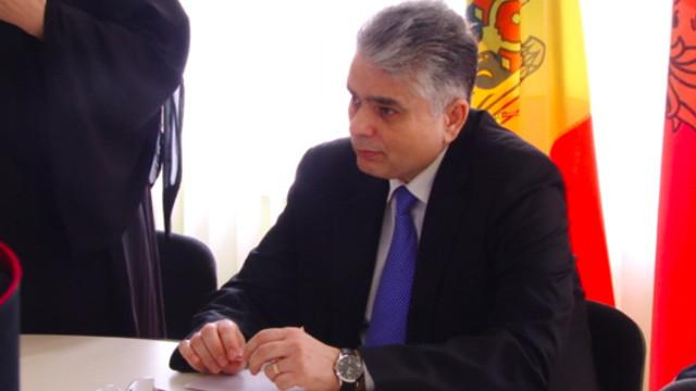 VIDEO | Consulul General al României la Bălți: Sunt o grămadă de intermediari în jurul Consulatului, care blochează sistemul de programare