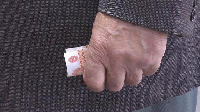 """Ziarul Național: Înjumătățirea indexării pensiilor. Ce urmează, domnule Dodon, dublarea salariilor prin împărțirea lor la doi?"""" (Revista presei)"""