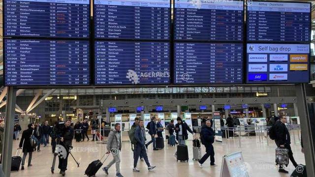 Intemperii în Europa - Furtuna Ciara a provocat numeroase anulări de zboruri şi întreruperi de curent