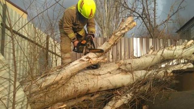 Peste 80 de intervenţii ale salvatorilor şi pompierilor în ultimele 24 de ore