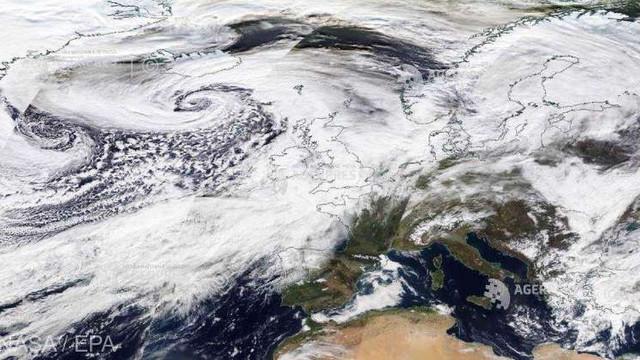 Marea Britanie | Cod roșu declarat ca urmare a furtunii Dennis
