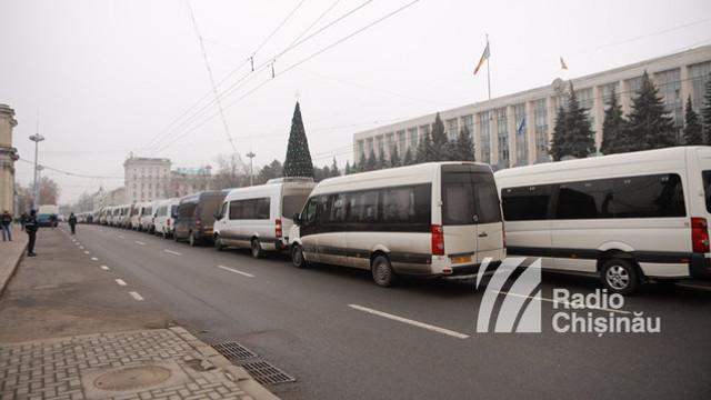 Administratorii rutelor de microbuz din Capitală vor protesta față de refuzul autorităților municipale de a majora tariful pentru călătorie