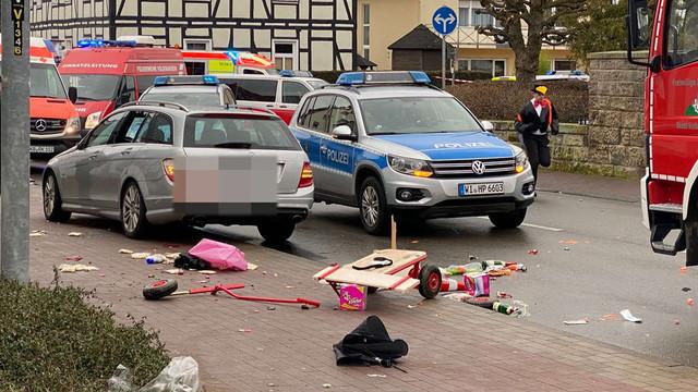 FOTO | O mașină a intrat în mulțime la un carnaval din Germania. Mai multe persoane, inclusiv copii, au fost rănite