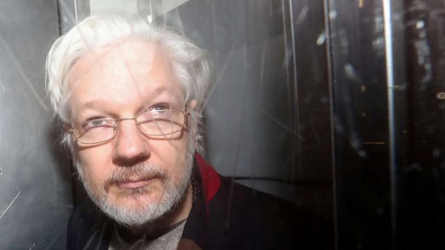 Julian Assange ar putea solicita azil în Franţa, anunţă avocatul său francez