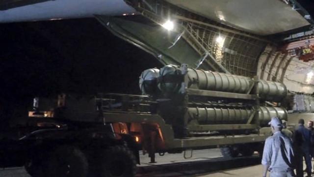 Două rachete, doborâte în apropierea unei baze ariene din Siria
