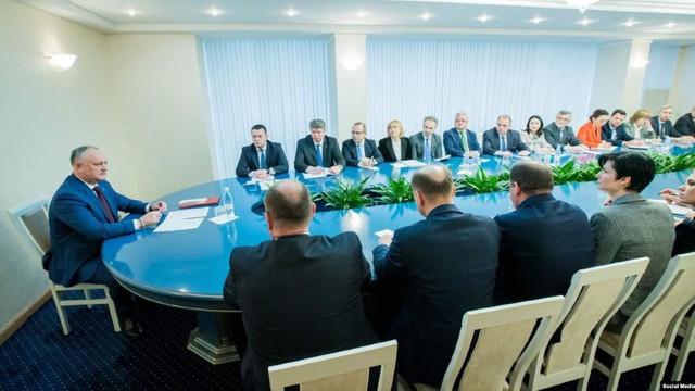"""ZdG: """"Diplomația"""" lui Dodon și ambasadorii tăcerii"""". De ce stau ambasadorii cu școli diplomatice și ani de muncă gârboviți în fața unui președinte semidoct (Revista presei)"""