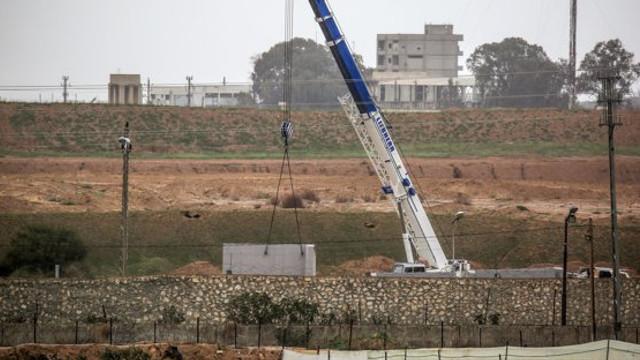 FOTO: Autoritățile din Egipt au început construirea unui zid la frontiera cu Fâșia Gaza