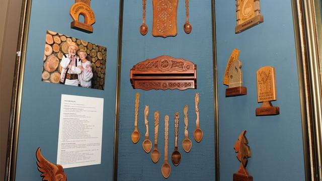 O expoziție aniversară a meșterului popular Victor Pelin a fost vernisată la un muzeu din Capitală