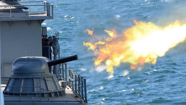 GALERIE FOTO | Fregata Mărășești, trageri în Marea Neagră împreună cu distrugătorul USS Ross