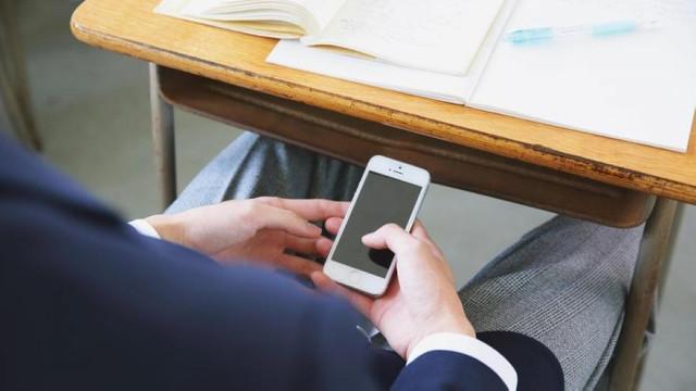 De la 1 septembrie, folosirea telefoanelor mobile va fi limitată în școlile din R.Moldova