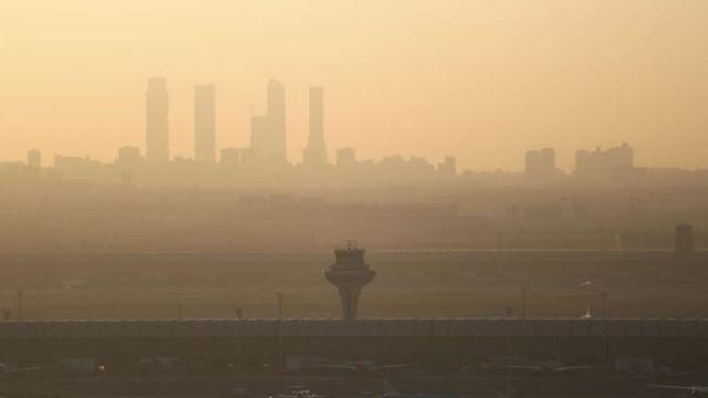 Spania: Aeroportul Barajas se pregăteşte pentru aterizarea de urgenţă a unui avion cu probleme la trenul de aterizare şi la un motor