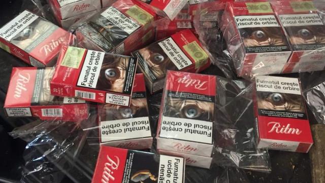 VIDEO/FOTO   Mii de țigarete tăinuite într-un Audi, depistate de câinele Serviciului Vamal