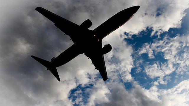 130 de pasageri au fost aduşi la sol în siguranţă, după ce un avion al companiei Air Canada a aterizat de urgență