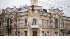 DOC | Primăria Chișinău a cheltuit în această iarnă peste 1,5 milioane de lei pentru material antiderapant folosit la deszăpezire