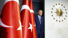 Erdogan eliberează 100.000 deţinuţi din cauza pandemiei de COVID-19. Guvernul turc este acuzat că închide jurnalişti şi opozanţi