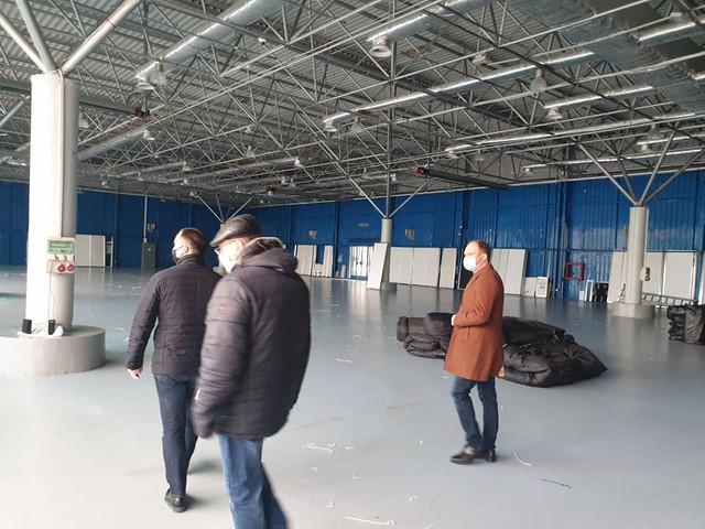 FOTO din interiorul centrului de triere de la Moldexpo. Cum are loc amenajarea acestuia