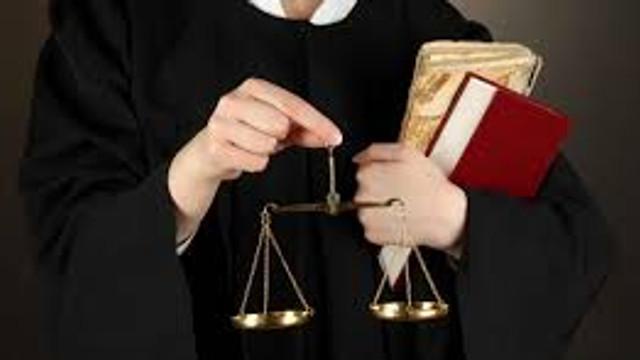 Avocații, notarii și executorii judecătorești - obligați să activeze în perioada stării de urgență. Ce riscă aceștia în cazul nesupunerii