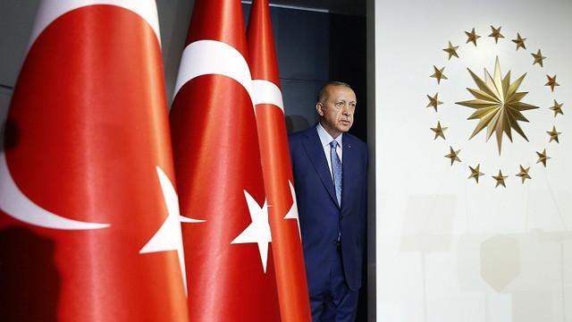 Erdogan eliberează 100.000 deținuți din cauza pandemiei de COVID-19. Guvernul turc este acuzat că închide jurnaliști și opozanți