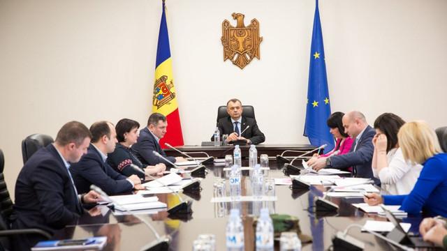 Miniștrii, Ion Chicu și aparatul premierului s-au testat pentru COVID-19 la un laborator privat (Unimedia)
