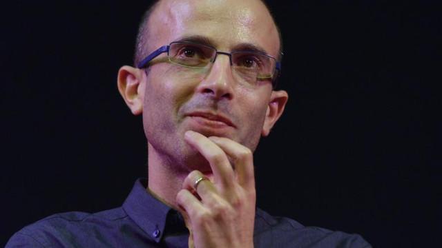 """Yuval Noah Harari: Supravegherea oamenilor motivată de pandemie """"poate crea un sistem totalitar cum nu a mai existat vreodată"""""""