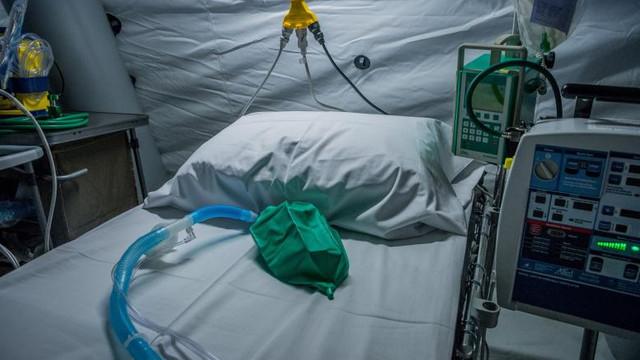 VIDEO   Timelapse. Cum au transformat britanicii un centru de expoziții în spital pentru coronavirus în 5 zile