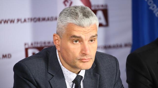 COVID-19 | Alexandru Slusari: Este evident că autoritățile centrale tot mai mult scapă situația de sub control. Frica și haosul tot mai mult cuprind raioanele țării