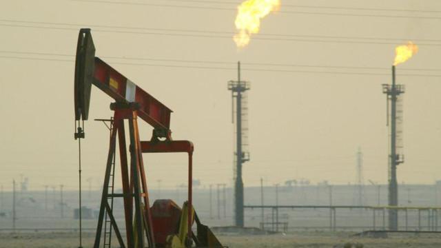 Prețul petrolului american, la cel mai scăzut nivel din 1999, în urma reducerii cererii din cauza pandemiei